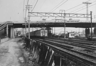 片町線放出駅西側・旧型国電55系?